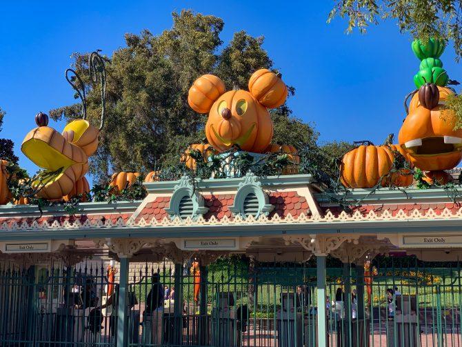 Halloween In Disneyland 2019.Everyway To Experience Halloween Time At Disneyland The